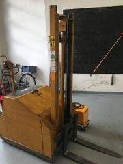 Elektrostapler, Deichselgeführter Stapler