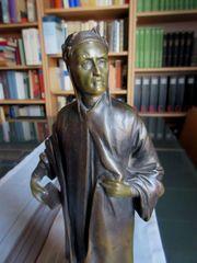 Wertv. Bronzefigur auf