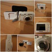 Schöne Digitalkamera in weiß