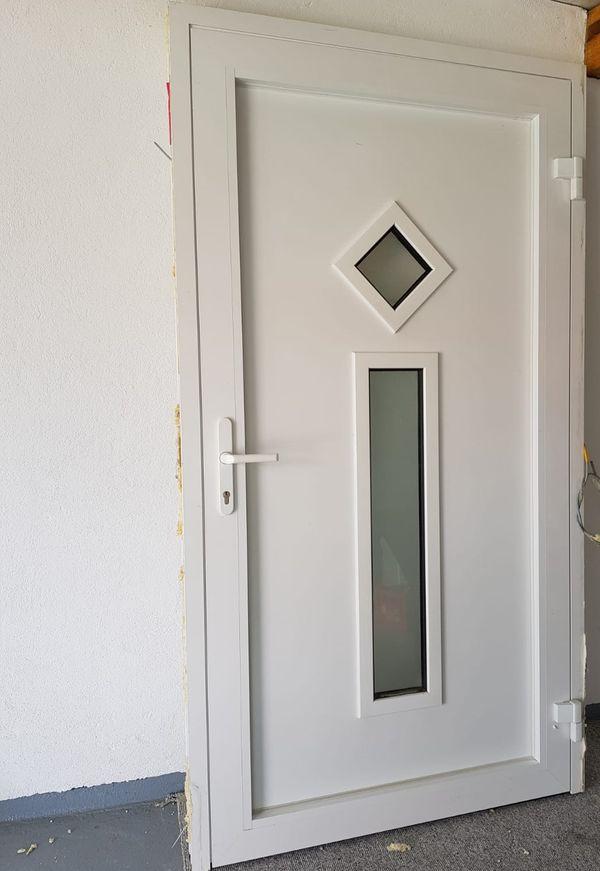 Weru Haustür In Weiß In Bitz Türen Zargen Tore Alarmanlagen