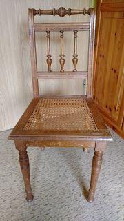 Schöner, alter Holzstuhl