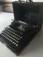 Antike Schreibmaschine ERIKA 5 A