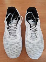 Nike Schuhe Grösse 46