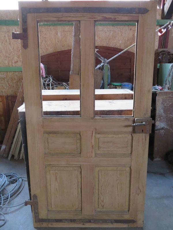 Schöne Antike abgelaugte Holztür mit Schloss und Messinggriffe in ...