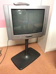 Fernseher mit Standfuß