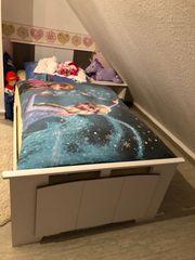 Jugendbett mit Nachttisch
