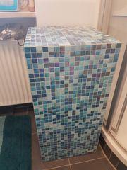 Regal Säule mit Mosaik