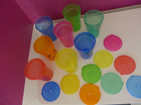 Gebraucht, noname - 8 Stück, Plastikbecher, Trinkbecher, Partybecher, Strohhalmloch, Kunststoff, Deckel, bunt gebraucht kaufen  65232 Taunusstein
