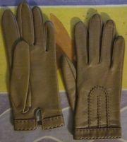 7 Paar Handschuhe meist Leder