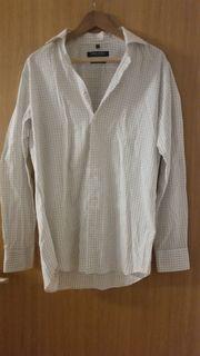 Kariertes weißes Hemd