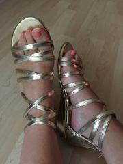 goldene Riemchen Sandalen