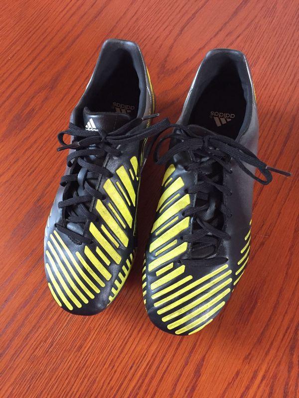 quality design 4e275 378ca Fußball Schuhe von adidas Größe