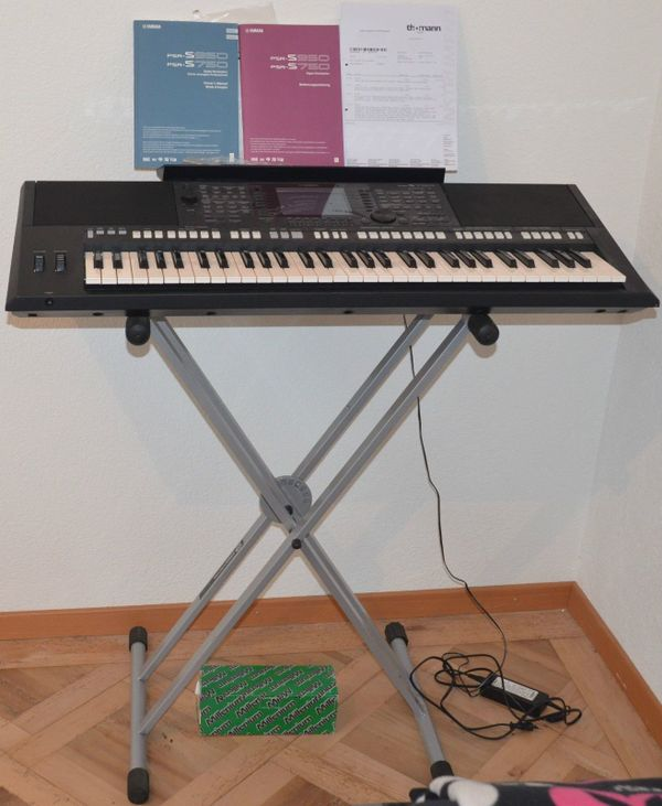 Yamaha Keyboard PSR - S 750 - Lenggries Almbach - Yamaha Keyboard PSR - S 750 mit Metall Keyboard Ständer Netzteil Fusspedal Pedal im gebrauchten ZustandDas Yamaha Keyboard PSR - S 750 hat Gebrauchsspuren und ist voll funktionsfähigklingt sehr gut, wenig benutzt,mit Bedienungsanleit - Lenggries Almbach