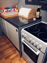 Küche mit Ofen/