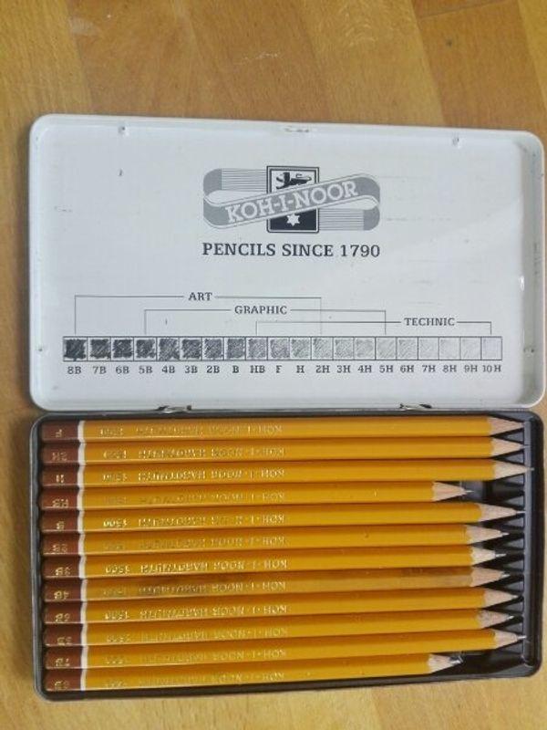 Bleistiftset mit 12 verschiedenen Stärken
