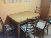 Alter Holztisch mit